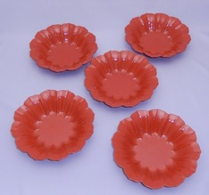 写真:A set of flower shaped bowl in red