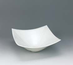 写真:Large square bowl with ivory white glaze and engraved line design.