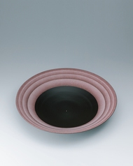 "写真:Bowl with ""daybreak"" glaze and circle design."