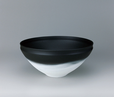 写真:Vessel with black decoration.