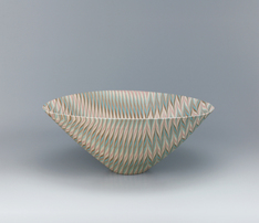 写真:Oval bowl with marbled willow and bamboo leaf design.