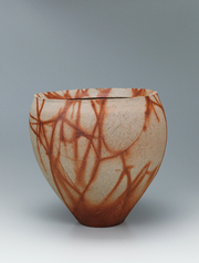 写真:Bizen wide mouthed flower vessel with fire marks.