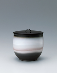 写真:Hagi tea ceremony fresh water jar white cloud design.