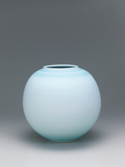 "写真:Flower vase with ""dream"" celadon glaze."