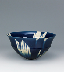 "写真:Bowl with indigo three-color glaze decoration. ""1307"""