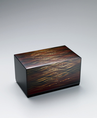 "写真:Box with design in makie. ""Evening waves"""