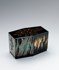 "写真:Hexagonal box with design in makie. ""Forest of Japanese beeches"""