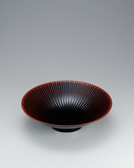 "写真:Bowl with urushi carving. ""Flower"""