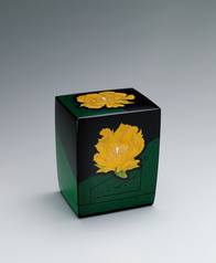 写真:Box with flower design in chinkin.