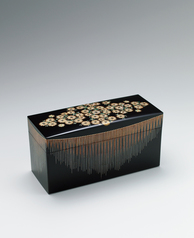 "写真:Box with flower design in makie. ""Good day for flower viewing"""