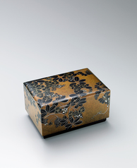 "写真:Box with design in hyōmon. ""Fragrant spring"""