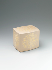 "写真:Box with design in chinkin. ""Japanese honeysuckle"""