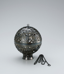 "写真:Spherical incense burner of black bronze with gold inlay. ""Two worlds"""