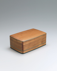 写真:Box of Japanese yew wood with notched corners.