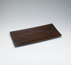 写真:Tray of Japanese oak wood with ridged line design finished in wiped urushi.