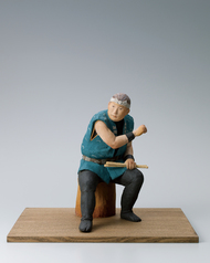 "写真:""Waiting for his turn to perform"". Ceramic sculpture."
