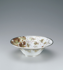 "写真:Cloisonne bowl with flowering plant design. ""Beautiful sight of various flowers"""