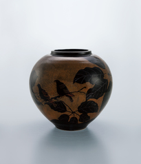 写真:Large jar with iron glaze and design of bird on a small branch.