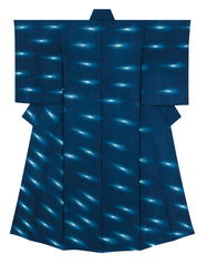 "写真:Kimono with design in gradated indigo stencil resist dyeing. ""Trails of light"""