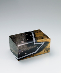 "写真:Box with design in makie. ""Shining stars and plank road"""