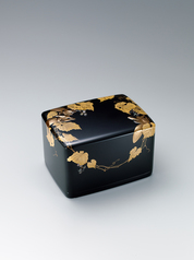 写真:Box with squirrel and grape design in makie.