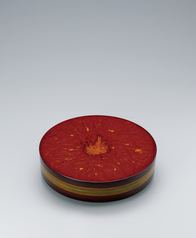 "写真:Circular box with design in kinma. ""Flames"""