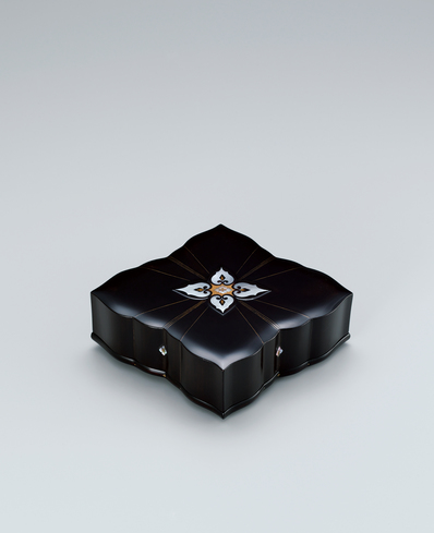 image Nest of boxes in shape of flower with tortoiseshell and mother-of-pearl inlay.