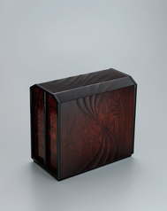 写真:Small drawers of zelkova wood with stream design finished in wiped urushi.