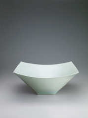 "写真:White porcelain rounded square dish with pale blue glaze. ""Kō"""