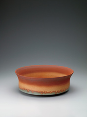 写真:Bowl with glaze in kakewake style and kiln mutation effect.