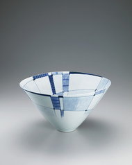 写真:Large bowl with underglaze blue decoration.