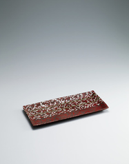 写真:Rectangular bowl with camellia design.