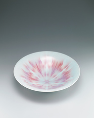 "写真:Large bowl with red decoration. ""Brilliant"""