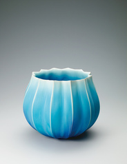 写真:Bowl with blue glaze.