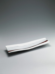 写真:Rectangular dish with white glaze in kakewake style.