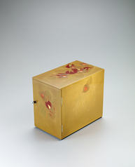 "写真:Small chest of drawers with design in makie. ""Japanese lantern plant"""