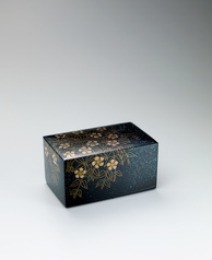 "写真:Box with design in makie. ""Green grasses"""