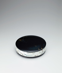 "写真:Box of metal body with design in makie and mother-of-pearl inlay. ""Tone of rain"""