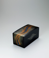 "写真:Box with design in makie and chinkin. ""Flowing"""