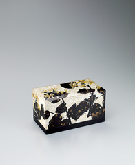 "写真:Box with design in irogai and makie. ""Japanese silverleaf"""