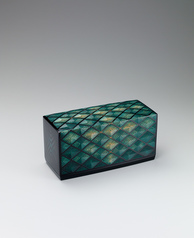 "写真:Box with design in colored urushi carving. ""Fresh green foliage"""