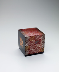 "写真:Box with design in kirikane and raised urushi picture. ""Man'yō"""