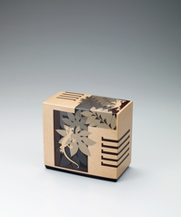 "写真:Box with design in colored urushi carving. ""YAMORI"""