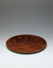 写真:Large dish of zelkova wood.