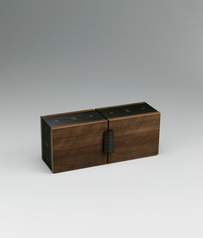 写真:Box with drawers of katsura wood with himomen surface finish and melon design.