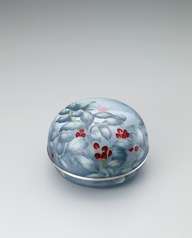 "写真:Cloisonne covered vessel. ""Red berries"""