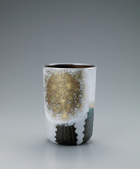 "写真:White opaque cloisonne flower vessel. ""Kan"""