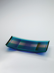 "写真:Rectangular glass dish with kirikane decoration. ""Flow and spread"""