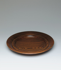 写真:Food vessel of zelkova wood with faceted inner rim.