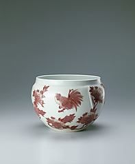 写真:Jar with chicken and peony design in underglaze red.